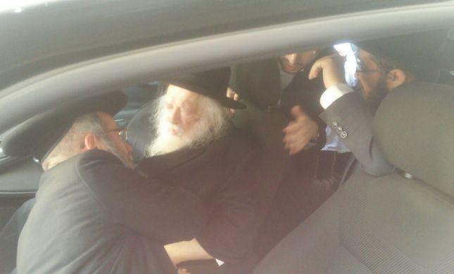 הרב חיים קנייבסקי בתפילה בקבר רחל. צפו