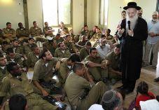 """החיילים התלוננו; צה""""ל השעה את המרצה הדתי"""