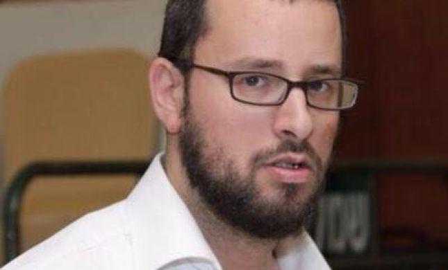 העיתונאי החרדי פוצץ ראיון עם המגיש הסרוג. האזינו