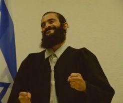 עצוב: משפט אזריה מנקודת מבטו של התובע; צפו בסאטירה