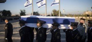 חדשות, חדשות בארץ ארונו של  פרס הוצב ברחבת הכנסת; אלפי אזרחים יחלפו על פניו