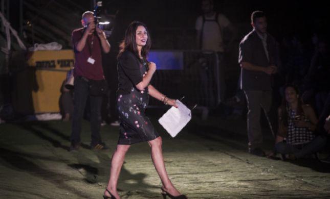 בגלל שיר: מירי רגב נטשה את האולם באמצע הטקס