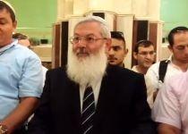 צפו: הרב אלי בן דהן עובר לפני התיבה במערת המכפלה