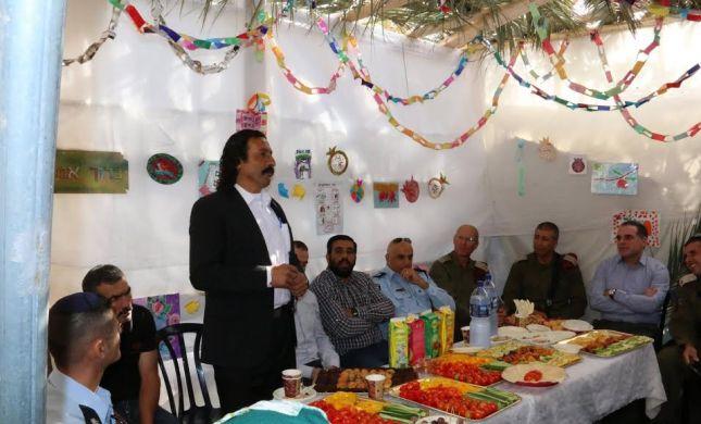 הרשות הפלסטינית עצרה 3 ערבים כי ביקרו בסוכה