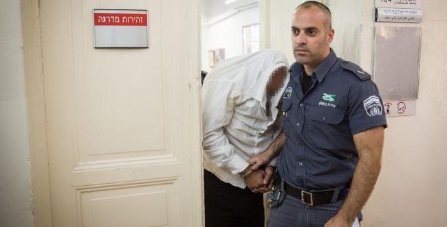 העיד בבית המשפט, ונעצר כי לא שהה בביתו