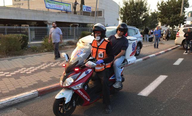 נפתלי בנט הוקפץ לאזור השריפה בחיפה באופנוע