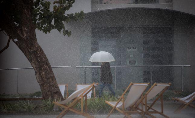 הסופה כבר פה. צפו בהצפה בכביש החוף