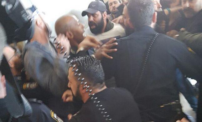 מכות וגז פלפל בהתפרעות דרוזים בבית המשפט בחיפה