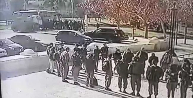 תיעוד מזעזע: המחבל דורס, החיילים נמלטים
