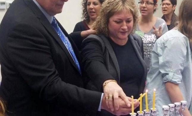 אולי בשנה הבאה נראה רב בהדלקת הנרות בחיפה