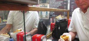 ויראלי ניצול השואה קורא לכם לנקום איתו ולאכול פלאפל