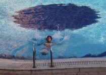 """שו""""ת: הבריכה המעורבת והעלבון לנשים"""