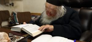 """חדשות חרדים עדות: ב-90 שניות סרק הרב קנייבסקי את כל ספרות חז""""ל"""