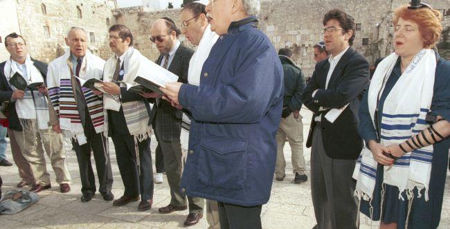 הקונסרבטיבים יאשרו קבלת לא-יהודים לבתי הכנסת