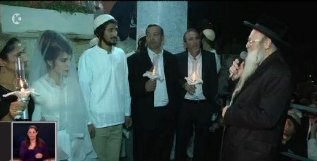 צפו: הרב והחתן מברכים את החשודים בהצתה בדומא