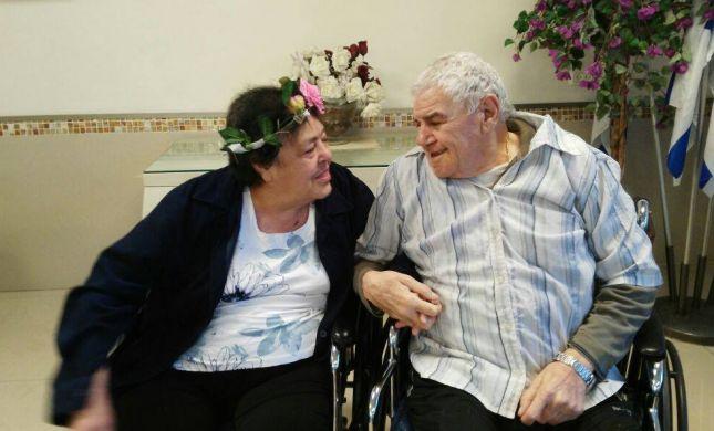 מרגשים: התאהבו בבית האבות והחליטו להתחתן