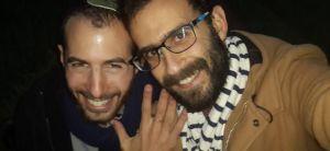 """ויראלי רץ ברשת: הצעת הנישואים של הסרוגים הלהט""""בים"""