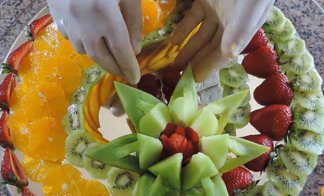 """צפו: המדריך לעיצוב מגש פירות מרהיב לט""""ו בשבט"""