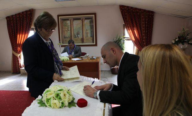 סקר מפתיע: דתיים תומכים בנישואים אזרחיים
