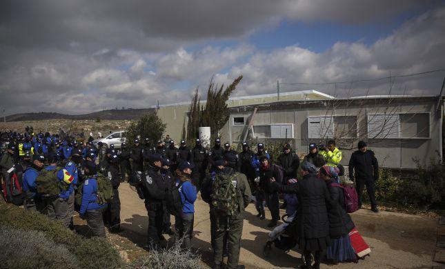 """המשטרה """"אנרכיסטים גרמו לשוטרים צריבות בעיניים"""""""