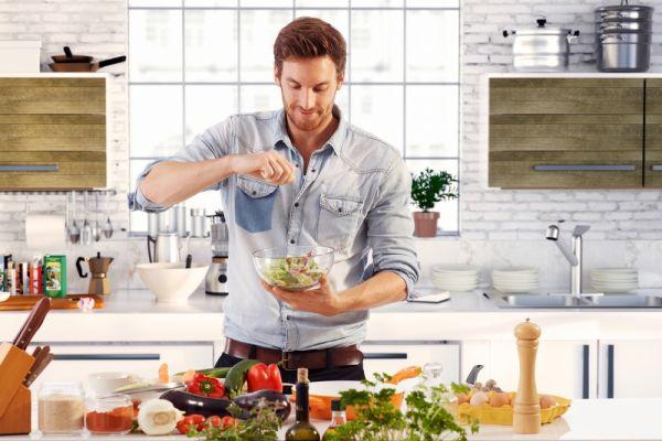 חובה להכיר: 6 טריקים שיחסכו לכם זמן במטבח