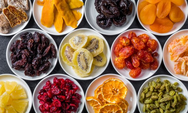 """ט""""ו בשבט מגיע: מה עדיף לכם פירות טריים או יבשים?"""
