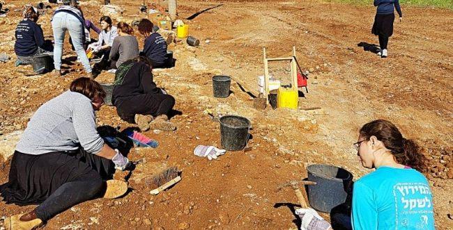 האולפניסטיות מבית שמש חשפו כביש בן 2,000 שנה