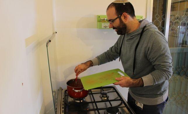 סורגים ארוחה עם 'מלך המילים': אמיר מויאל