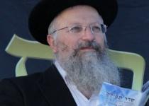 צפו: תפילת 'הלל' חגיגית עם הרב שמואל אליהו