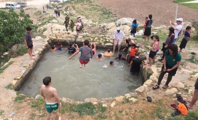 מרהיב: אלפים בחגיגת מים בחבל 'יתיר'