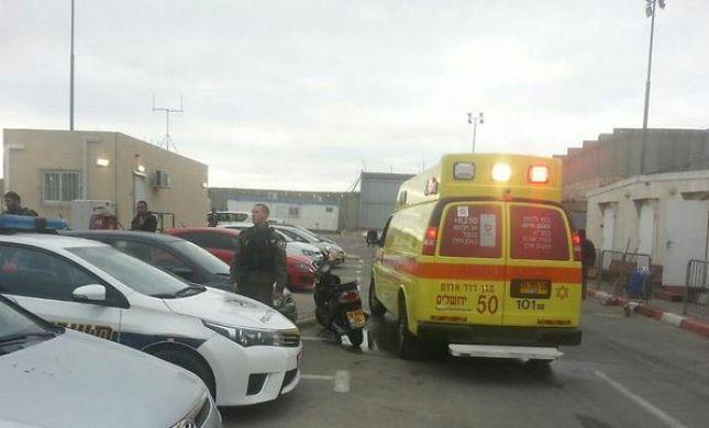 חיילת נפצעה בפיגוע דקירה במחסום קלנדיה