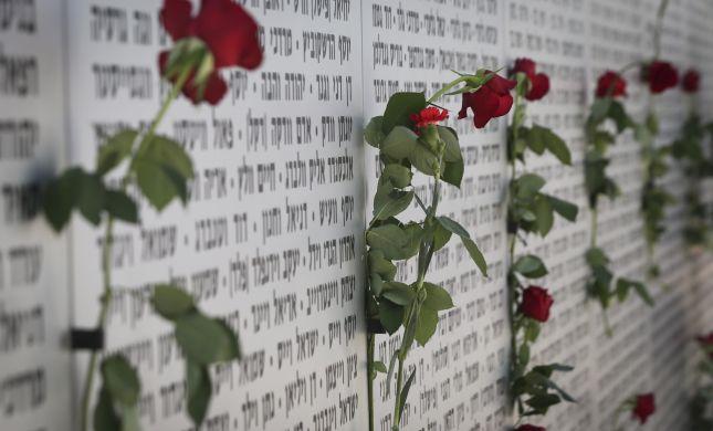 האם שייך לחלק פרחים בבתי הקברות ביום הזיכרון?