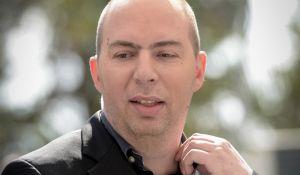 חדשות, חדשות בארץ, מבזקים מביך: כתב ערוץ 10 תקף את בנט בגלל ספר וחזר בו