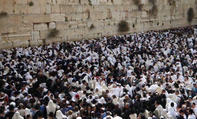 עשרות אלפים במעמד ברכת הכהנים בכותל המערבי