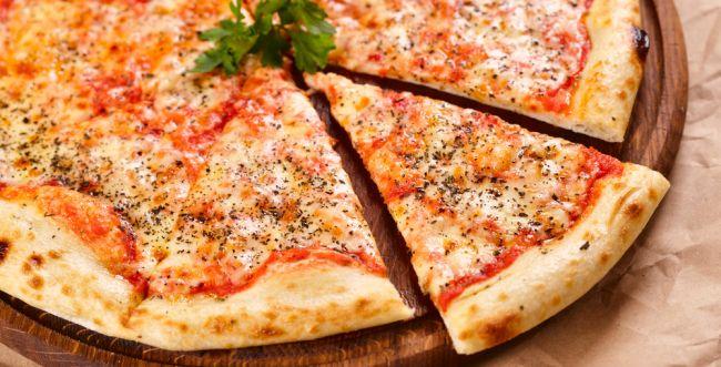 מושלם לניקיונות: מתכון מהיר לפיצה משני מרכיבים