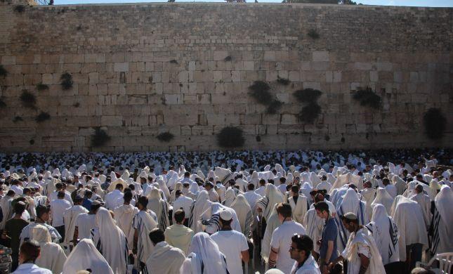 צפו: אלפים בתפילת הישיבות הסרוגות בכותל
