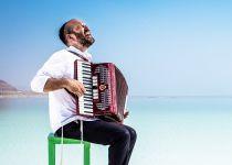 בשעה טובה: יונתן רזאל משיק את אלבומו השלישי