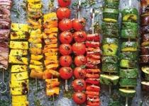 לצד המדורה: מתכון לשיפודי ירקות במרינדה גאונית