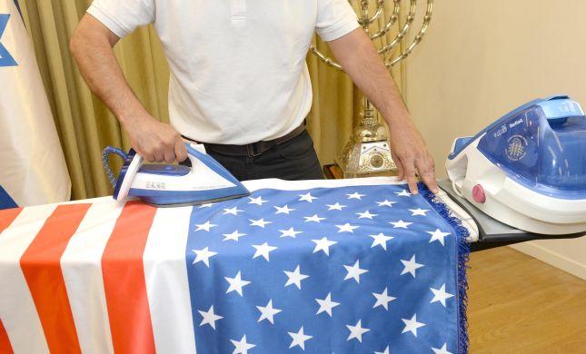 מגהצים את הדגלים: כך מתכוננים לביקור טראמפ