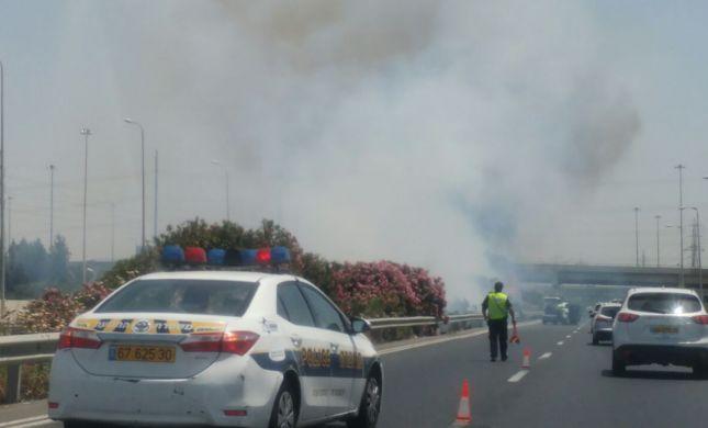 כביש מספר 1 נחסם לתנועה בגלל שריפה