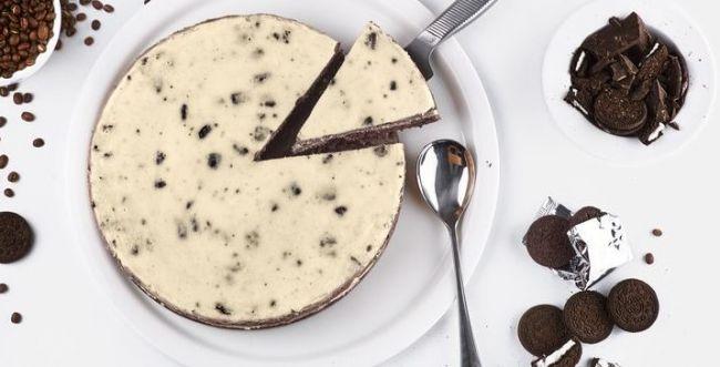 מתוק ללא אפייה: מתכון מהיר לעוגת גבינה ואוראו