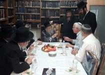 פגישה נדירה: שר מהציונות הדתית במעונו של מנהיג העדה החרדית