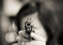 מזעזע: המתיחה נכשלה, האישה ירתה למוות בבן זוגה