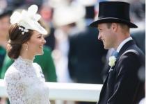 הדוכסית מדהימה שוב את העולם בשמלה לבנה
