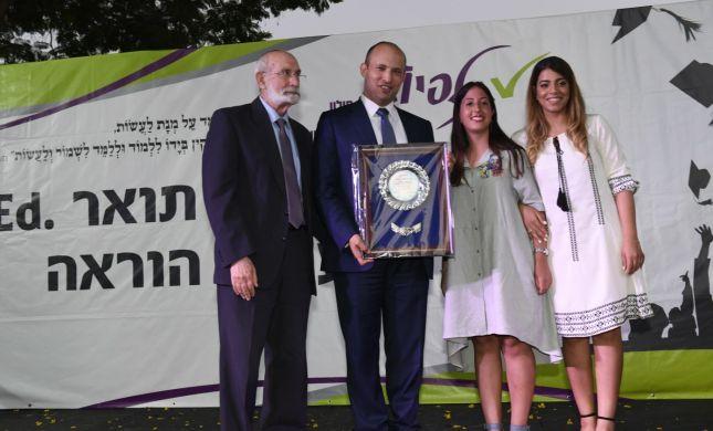 שר החינוך, בנט לבוגרות מכללת תלפיות:''המורה הוא פסגת החברה הישראלית''