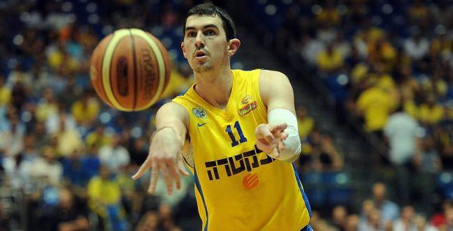 """כדורסל: מכבי ת""""א ממשיכה להתחזק"""