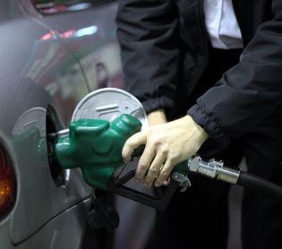 """חדשות כלכלה, כלכלה ונדל""""ן מהרו לתדלק: הלילה מחירי הבנזין מזנקים בצורה חדה"""