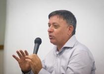 אבי גבאי מתגזען: לא לתקן מדרכה שבורה בהתנחלות