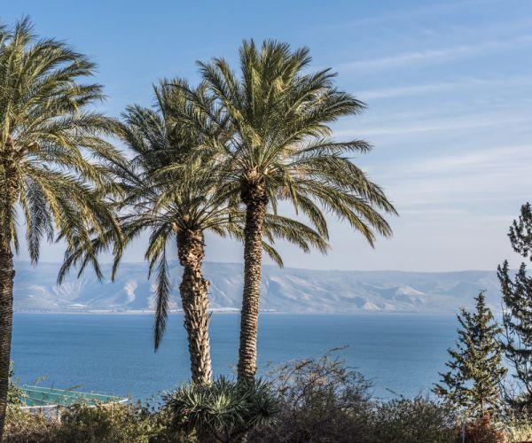 ארץ ישראל יפה, טיולים לציבור הדתי: מלון כינר על שפת הכנרת