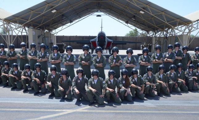אחד מכל שבעה בוגרי קורס טייס - בוגר ישיבת הסדר